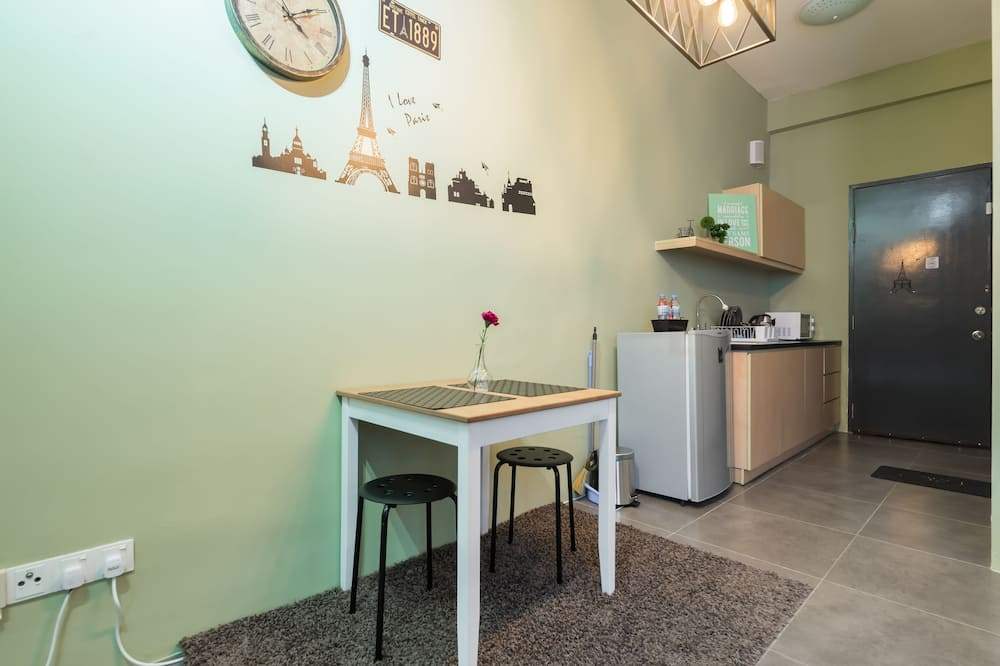 Panoramic Studio, City View, Tower - In-Room Dining