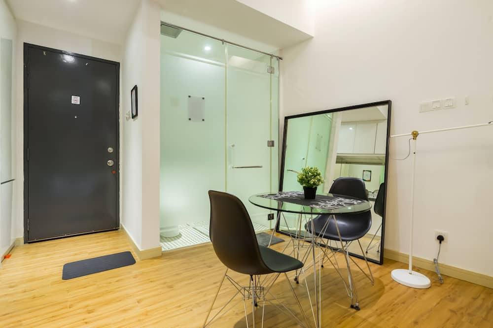 Luxury Studio, City View, Tower - In-Room Dining