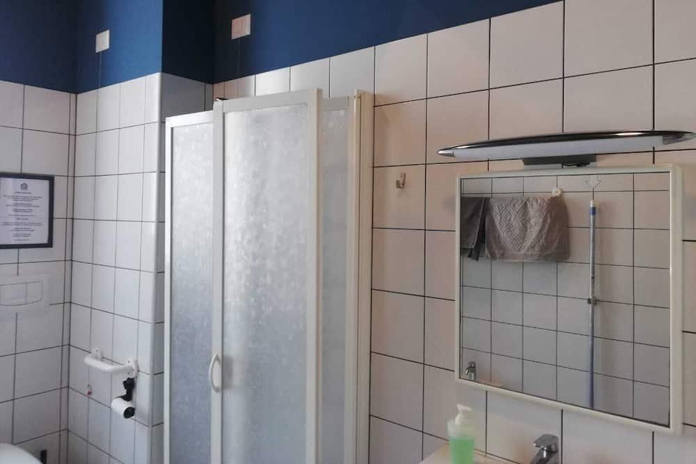 Habitación económica con 2 camas individuales, con acceso para silla de ruedas, baño compartido - Baño