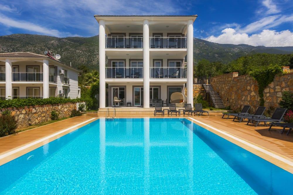Villa, 4Schlafzimmer, eigener Pool - Blick auf den Garten
