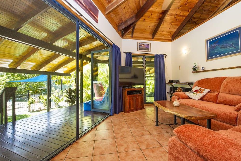 Comfort Cottage, 1 Bedroom, Private Pool, Garden View - Living Room