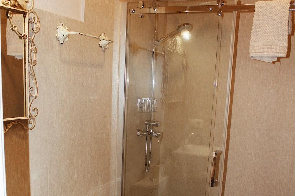 Dobbeltværelse med dobbeltseng eller 2 enkeltsenge - Badeværelse