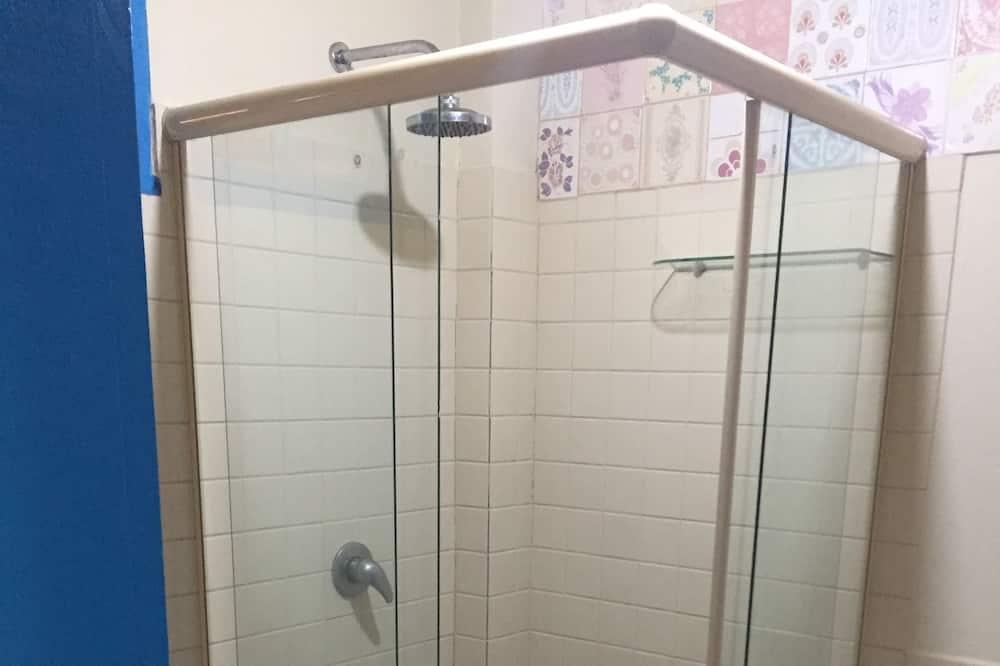 Üç Kişilik Oda - Banyo Duşu