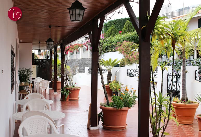 Vila Lusitânia, Funchal, Hotellets indgang