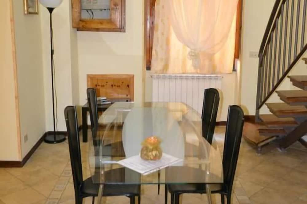 Single Room - In-Room Dining