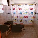 Yhteismajoitus, Jaettu kylpyhuone - Kylpyhuone
