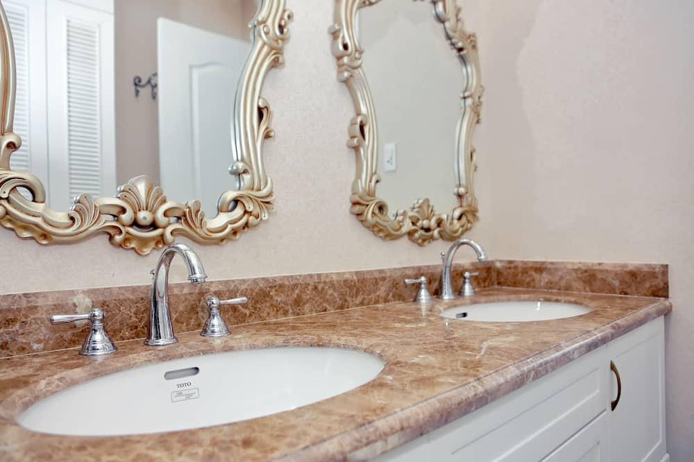 Suite Double City View - Bathroom