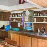 Single Bed in 6 - Bed Mixed Dorm with Shared Bathroom - Shared kitchen