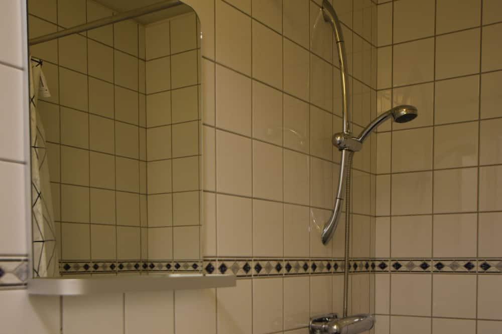 Habitación familiar, baño privado (1 single and 2 bunk beds) - Baño
