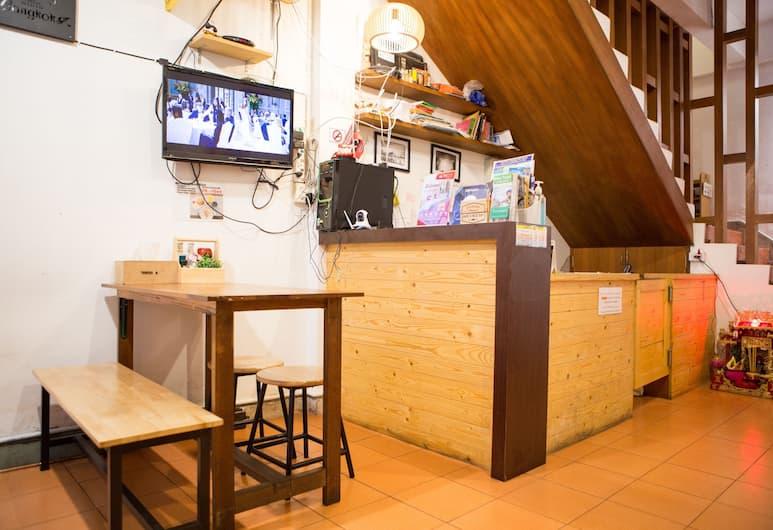 坦農塔瑙禪房青年旅舍, 曼谷, 櫃台