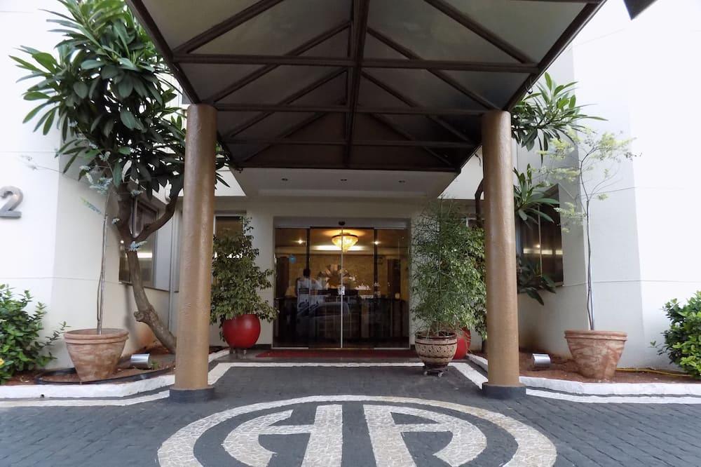 Hotellin sisäänkäynti