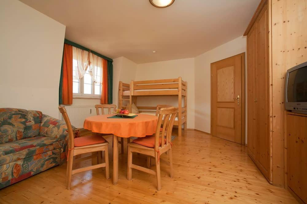 Apartment (incl. EUR 20 cleaning fee) - Living Area