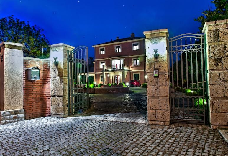 The Belgrade Hills, Belgrade, Hadapan Hotel - Petang/Malam