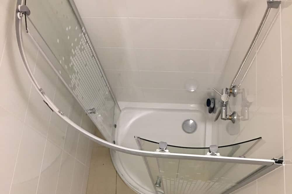 One Bed in 6-Bed Mixed Dormitory - Bathroom Shower