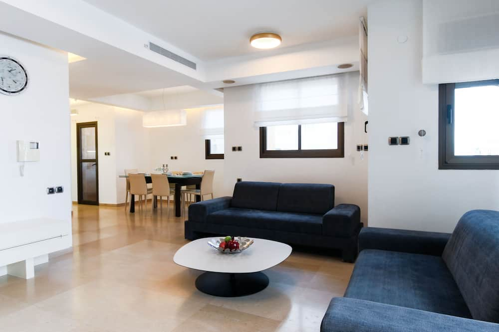 Family Apartment, 3 Bedrooms, Balcony - Living Room
