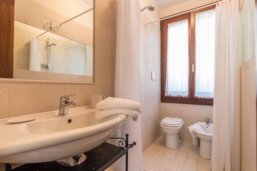 Hus - 2 soveværelser - Badeværelse
