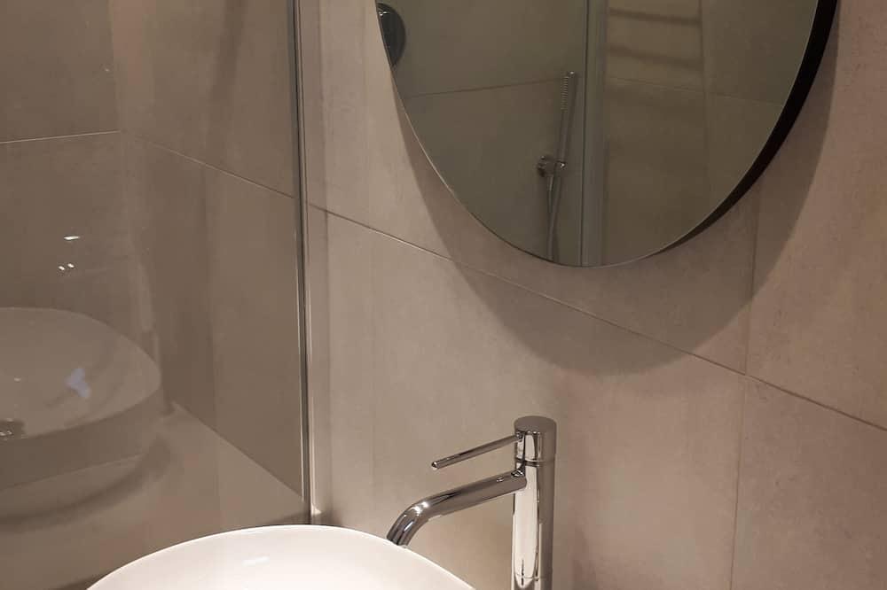 Single Room, Private Bathroom, Pool View - Bathroom