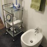 Triple Room, Private Bathroom, Pool View - Bathroom