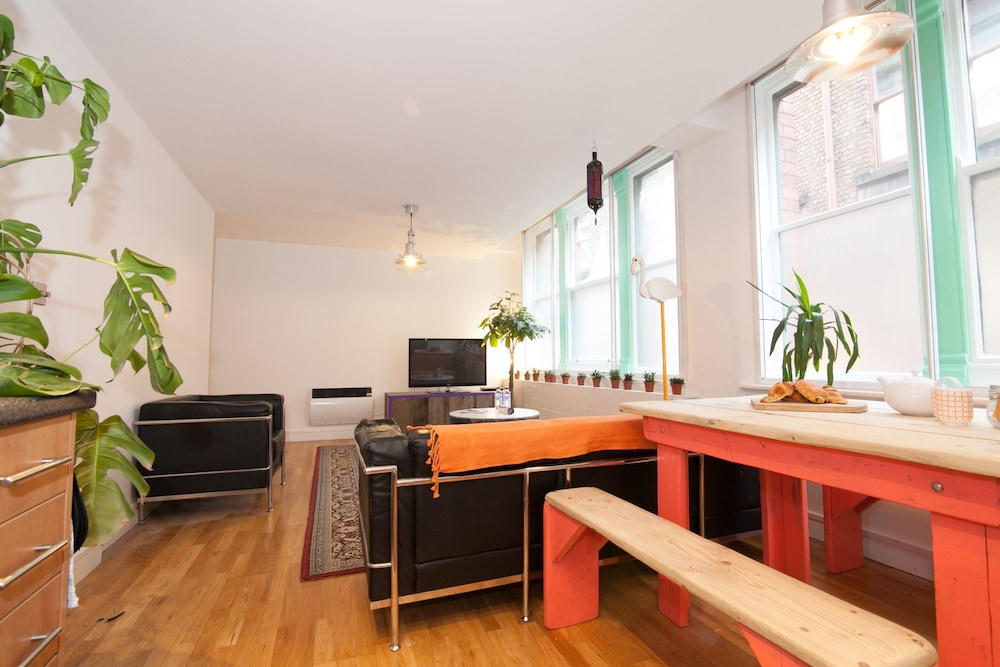 Unique 2 Bed Apartment In Northern Quarter Manchester