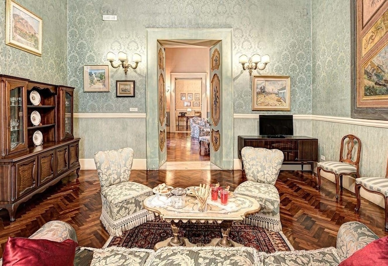 Lady Mary's Tribunali Luxury Suite, Naples, Apartmán, 3 spálne, Obývačka