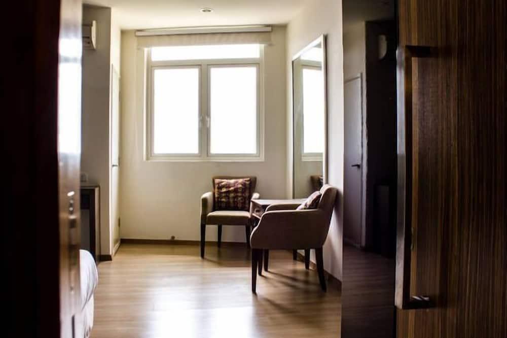 Exclusive Studio Suite, 1 Bedroom, Kitchen, Sea Facing - Living Area