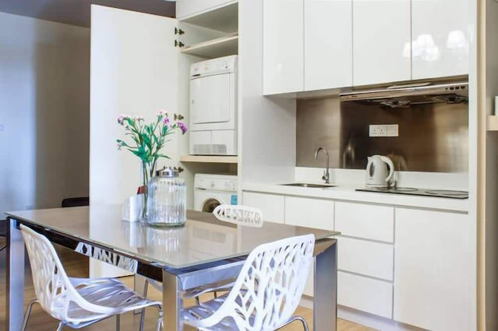 Deluxe Suite, 1 Bedroom, Accessible, Sea View - In-Room Dining