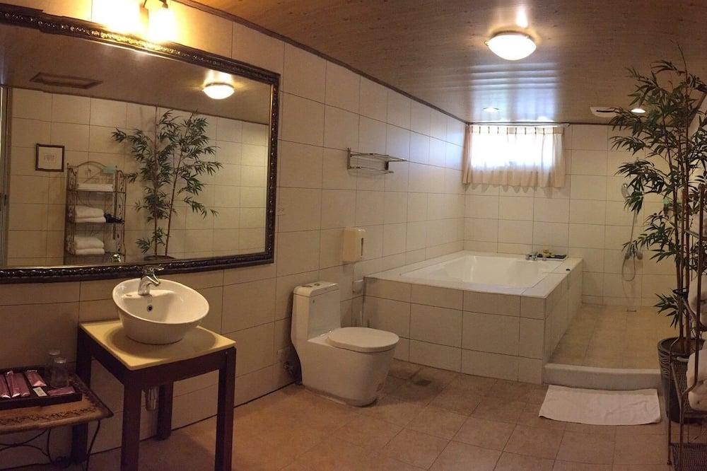 Panoramic Quadruple Room - Bathroom