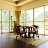 Panoramic Quadruple Room - In-Room Dining