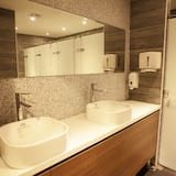 共用宿舍, 男女混合宿舍 - 浴室