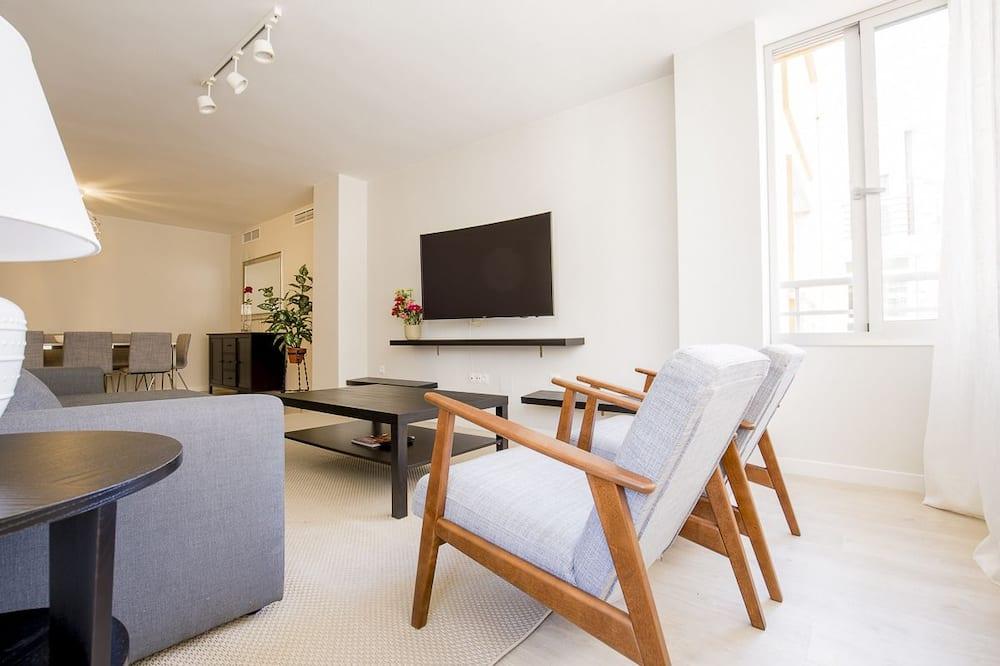 Apartment, 4 Bedrooms (street Velez Málaga, 8) - Living Area