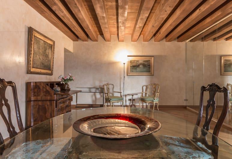 La Fenice Theatre Exclusive Flat, Venice, Talo, 2 makuuhuonetta, Olohuone