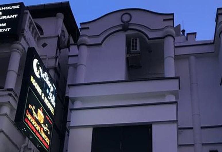 布吉住宿酒店, 巴東, 酒店入口 - 夜景
