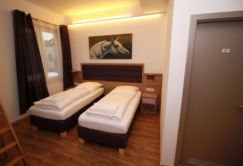 Slamba Hostel Augsburg, Augsburg, Quadruple Room, Kitchenette, Guest Room