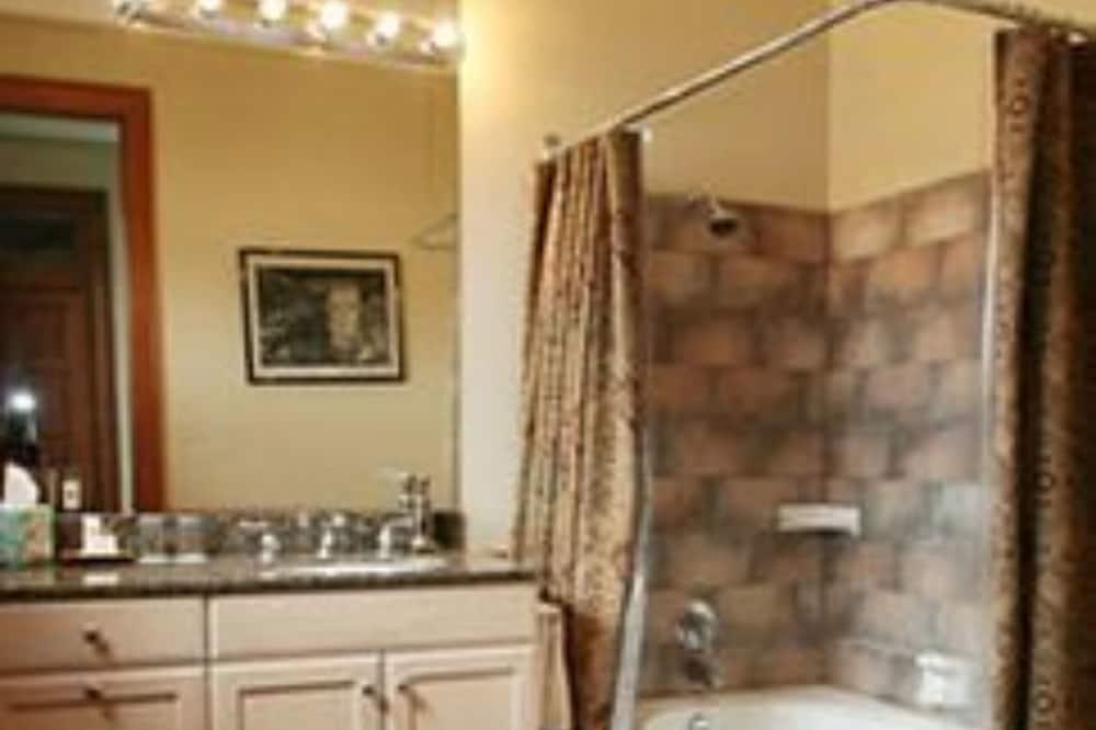 ห้องพัก, ห้องน้ำส่วนตัว (Classic Triple Room) - ห้องน้ำ