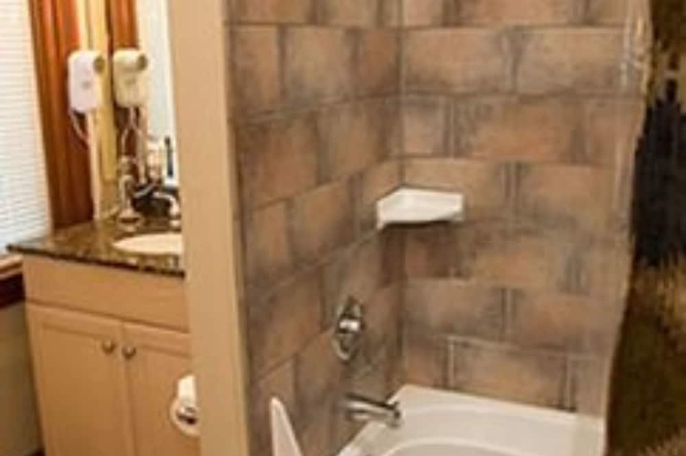ห้องพัก, ห้องน้ำส่วนตัว (Deluxe Double Room Extra Bed) - ห้องน้ำ