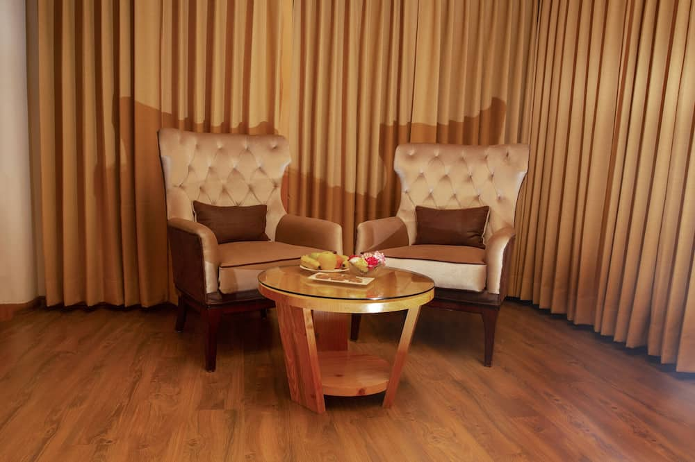 Deluxe Suite, Valley View - Living Area