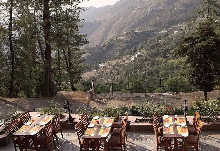The Naldehra, Šimla, Vakarienės lauke