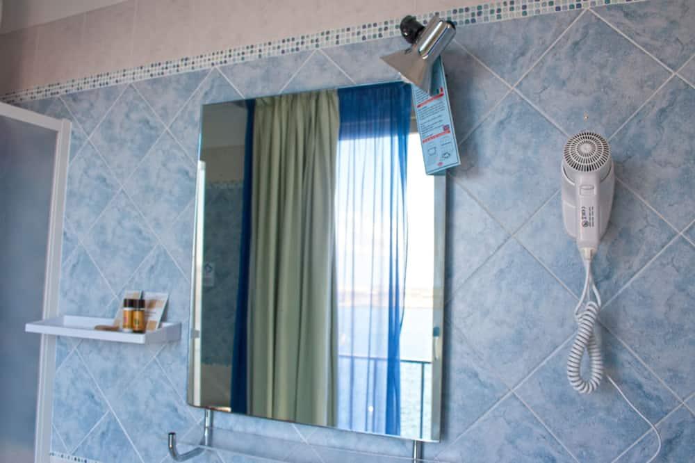 Superior Double Room, Sea View - Bathroom