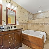 Oak Leaf Room (Pet Friendly) - Bathroom