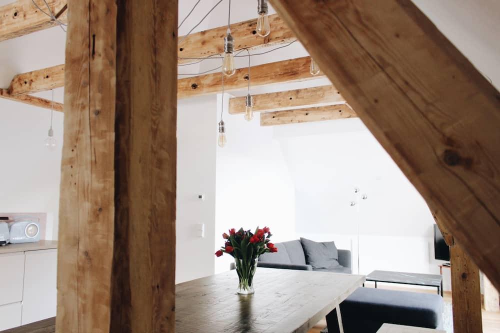 ลักซ์ชัวรี่อพาร์ทเมนท์, 3 ห้องนอน, ลานระเบียง, วิวภูเขา - พื้นที่นั่งเล่น