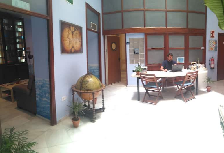 Casa Nautilus Cadiz, Cadiz, Recepcja