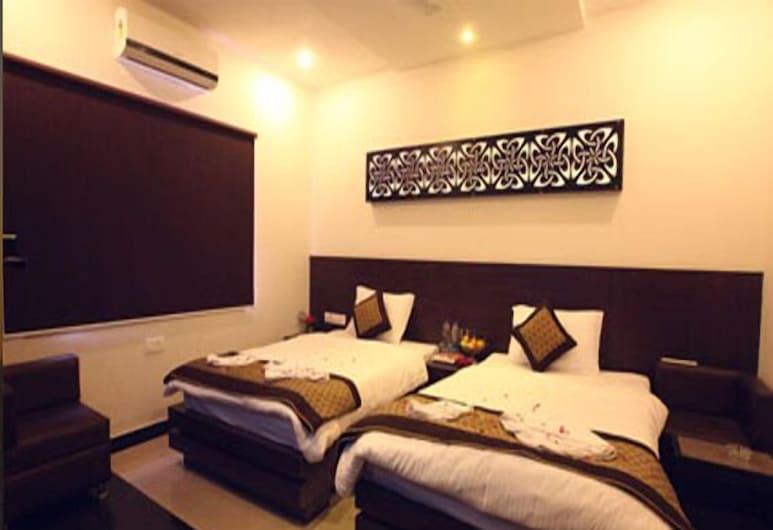 Hotel Avalon Taj, Agra, Premium Double or Twin Room, Smoking, City View, Living Area