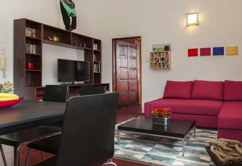 Egusi Apartment, Budapest