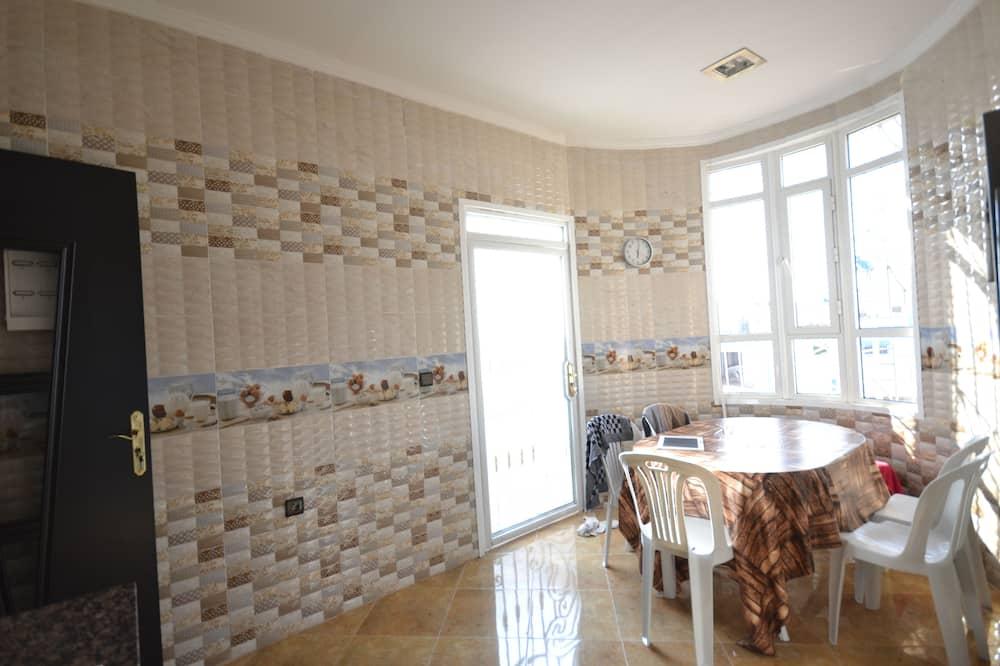 Lejlighed - 2 soveværelser - Privat køkken