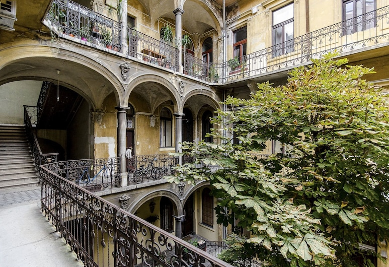 Basil Apartment, Budapest, Courtyard