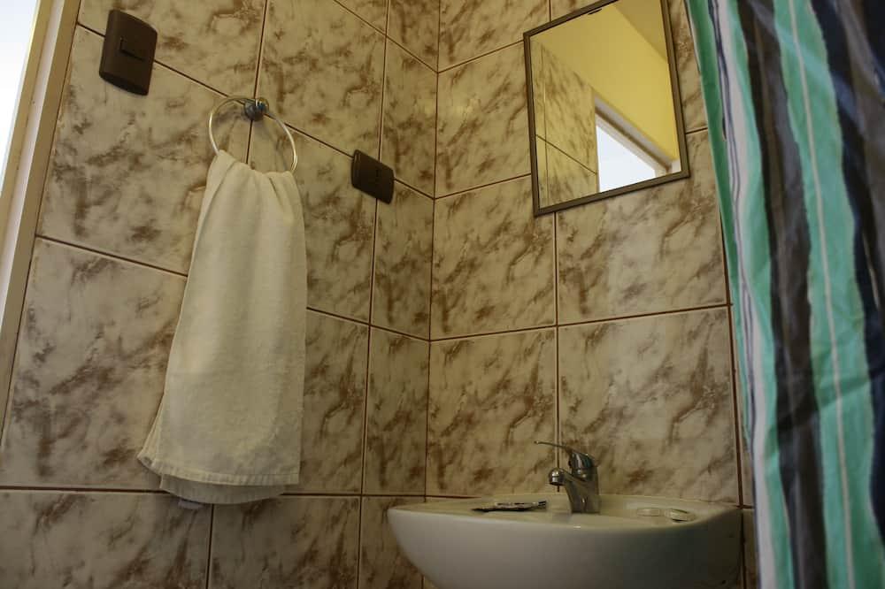 Familienzimmer, Mehrere Betten - Badezimmer