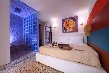Enter your dates to get the best Salerno hotel deal