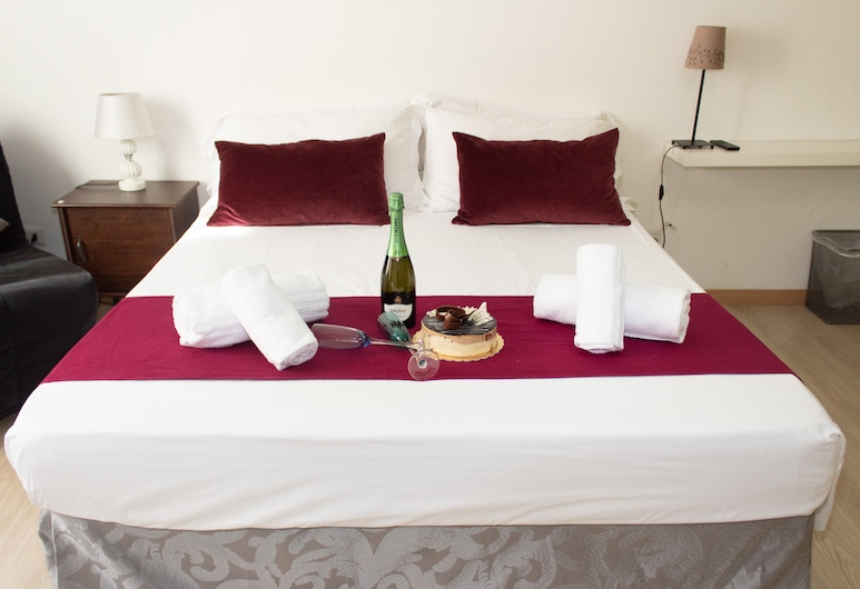 ArtHouse, Rome, Exclusive Double Room, 1 Queen Bed, Non Smoking, Guest Room