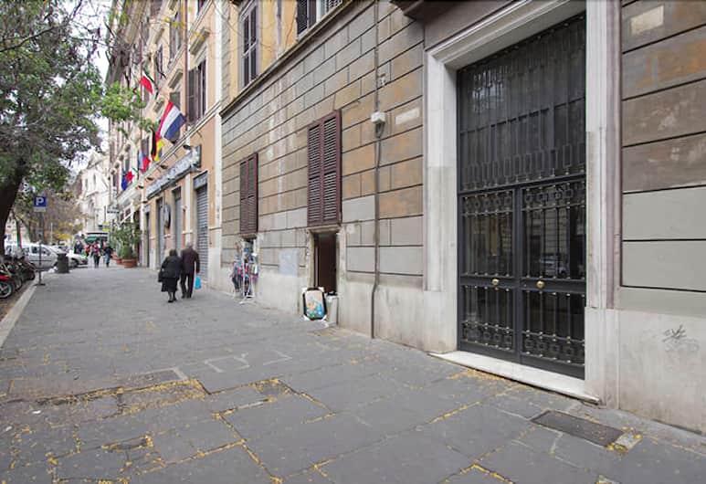 ArtHouse, Rome, Exterior