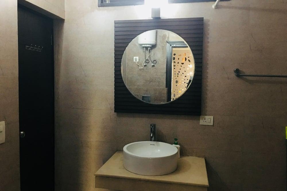 Номер «Делюкс» (1 двоспальне або 2 односпальних ліжка), 1 двоспальне ліжко, приватна ванна - Ванна кімната
